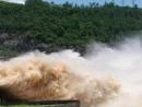 """Chứng minh rằng thiên nhiên trong Người lái đò sông Đà là con Sông Đà """"hung bạo""""."""