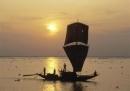 Những chi tiết khắc họa hình ảnh đẹp tráng lệ, thể hiện sự hài hòa giữa thiên nhiên và con người lao động trên biển cả trong bài Đoàn thuyền đánh cá của Huy Cận.