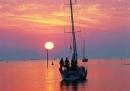 Bình giảng hai khổ thơ cuối bài thơ Đoàn  thuyền đánh cá của Huy Cận.