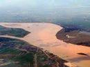 Nơi con sông Hồng chảy vào đất Việt.