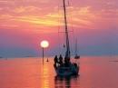 """Suy nghĩ của em về bài thơ """"Đoàn thuyền đánh cá"""" của Huy Cận"""