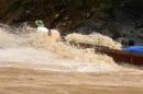 So sánh cảnh cho chữ và cảnh vượt thác Sông Đà - Ngữ Văn 12