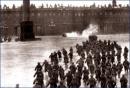 Việc xây dựng và bảo vệ Chính quyền Xô viết diễn ra như thế nào ngay sau khi Cách mạng tháng Mười thành công ?