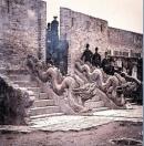 Vì sao Phật giáo rất phát triển dưới thời Lý, Trần nhưng đến thời Lê lại không phát triển ?