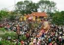 Tập làm văn : Quan sát cảnh lễ hội và tả lại qung cảnh và hình ảnh của người ham gia lễ hội