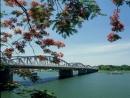 Chứng minh nét riêng trong lối viết kí của tác giả qua hình ảnh sông Hương - Ngữ Văn 12