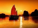 """Nêu suy nghĩ về hai ý kiến về nhân vật Phùng trong truyện ngắn """"Chiếc thuyền ngoài xa"""" của Nguyễn Minh Châu - Ngữ Văn 12"""