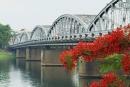Quan sát các ảnh trong bài, em hãy mô tả một trong những cảnh đẹp của thành phố Huế.