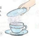 Úp đĩa lên một cốc nước nóng khoảng một phút rồi nhấc đĩa ra. Hiện tượng gì xảy ra trên mặt đĩa. Hiện tượng đó gọi là gì?