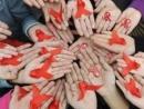 """""""Trong thế giới khốc liệt của AIDS không có khái niệm chúng ta và họ, thế giới đó, im lặng đồng nghĩa với cái chết. Hãy sát cánh cùng tôi, bởi lẽ cuộc chiến chống lại HIV/AIDS bắt đầu từ chính các bạn"""" - Ngữ Văn 12"""