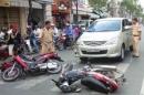 Viết bài bình luận ngắn về tai nạn giao thông ở nước ta hiện nay (không quá 400 từ) - Ngữ Văn 12
