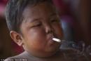 """Một số bạn mới ít tuổi đã bắt chước hút thuốc. Khi được nhắc nhở các bạn ấy nói: """"Thuốc lá có thể có hại, nhưng cũng có thể có một lợi nào đó......Hãy viết doạn văn bình luận quan niệm đó"""