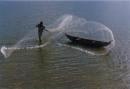Phân tích giá trị của các biện pháp tu từ trong hai câu thơ sau: Cánh buồm giương to như mảnh hồn làng. Rướn thân trắng bao la thâu góp gió.