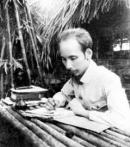 Trong văn bản Côn Sơn ca của Nguyễn Trãi tác giả từng ca ngợi thú lâm tuyền. Niềm vui đó của Nguyễn Trãi có gì giống và khác với Hồ Chí Minh trong bài Tức cảnh Pác Bó