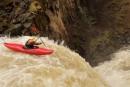 Dựa vào bài vượt  thác (trích Quê nội của Võ Quảng) hãy viết một đoạn văn tả dượng Hương Thư đưa thuyền vượt qua thác dữ
