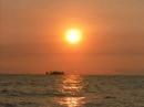 Phân tích hình tượng chiếc thuyền ngoài xa