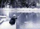 Tả ông cụ ngồi câu cá