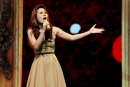Tả một ca sĩ đang biểu diễn ( bài 1)