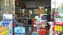 Tả chị bán hàng đang làm việc ở cửa hàng bách hoá lúc đông khách bài 2