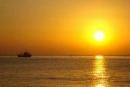 Tình huống truyện và ý nghĩa giáo dục của Chiếc thuyền ngoài xa