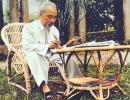 """Đọc bài thơ """" Sáu mươi tuổi """" của Hồ Chí Minh rồi trả lời các câu hỏi sau"""