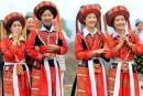 Em hãy nhận xét về trang phục truyền thống của các dân tộc trong các hình 4, 5, 6.
