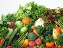 Quan sát hình 4, em hãy kể tên một số loại rau và hoa, quả ở Đà Lạt.