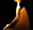 Đốt một tờ giấy và nhận xét sự biến đổi của tờ giấy dưới tác dụng của ngọn lửa