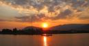 Hãy phân tích hình ảnh thiên nhiên trong bài thơ Trang Giang - Huy Cận