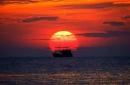 Tổng hợp 5 cách mở bài cho tác phẩm Chiếc thuyền ngoài xa