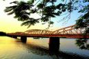 Cảm nhận về hai đoạn văn trong tác phẩm Người lái đò Sông Đà và Ai đã đặt tên cho dòng sông?